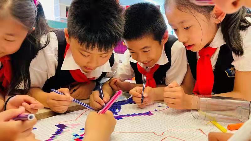 庆建党百年 北京史家胡同小学办党史主题像素画展