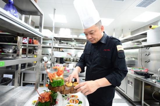 湘菜大厨竟是上海人?掌勺32年大厨追忆学艺生活:做一个厨师哪这么简单