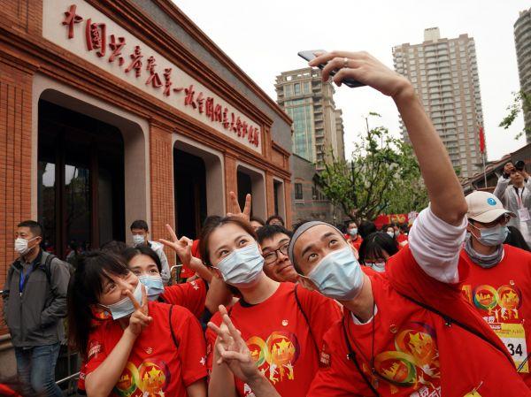 德国共产党主席:中国成就让全世界共产党人自豪