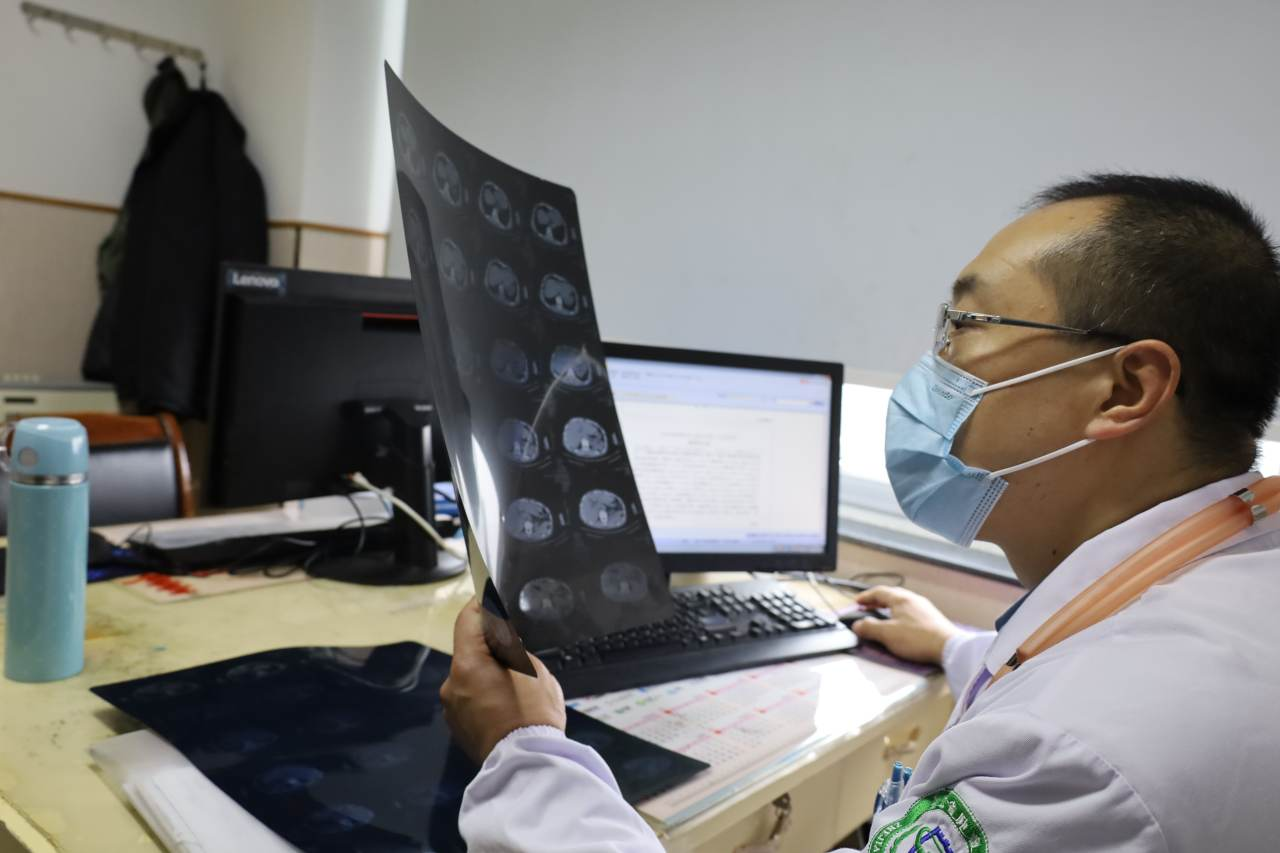 肿瘤内科主任刘树勋副主任医师:对患者和蔼可亲 对工作精益求精
