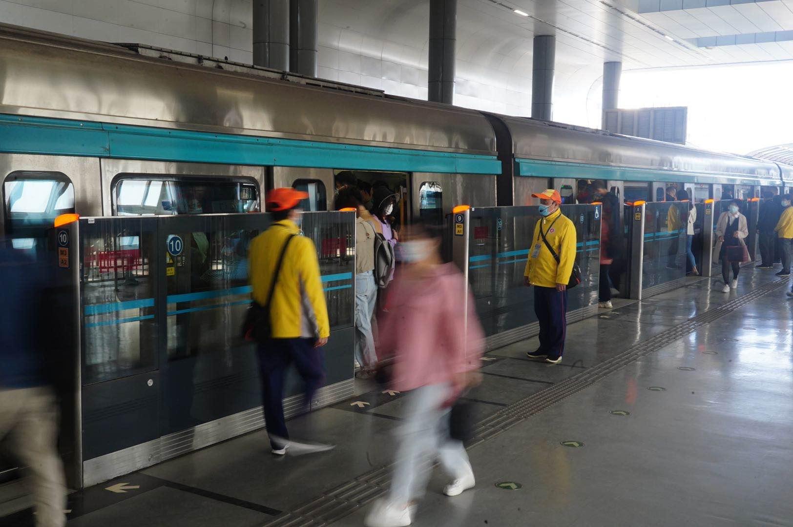 北京地铁大兴线缩短发车间隔后,首个工作日西红门站不限流了