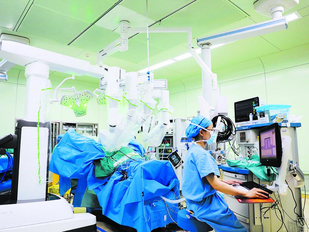 四川首例 市妇儿中心医院完成达芬奇机器人经自然腔道手术