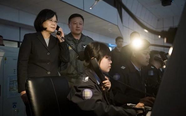 台空军两机敏单位6名官兵染疫 有监控解放军巡台一线指挥员