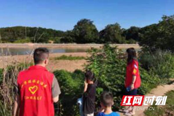 江华沱江镇:巧用无人机巡河 筑牢防溺水安全线