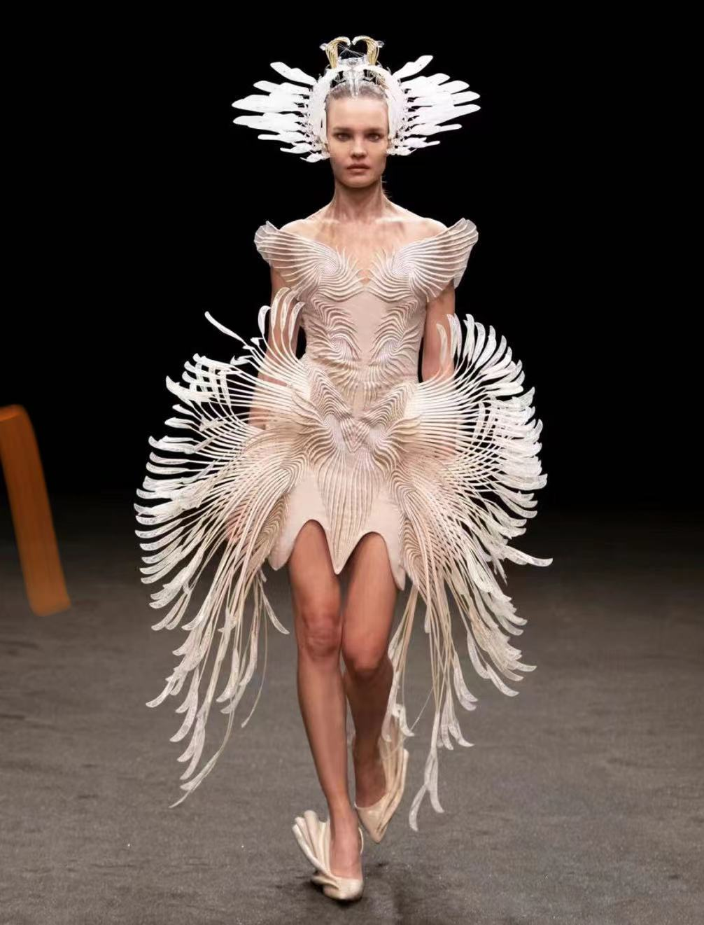 旧衣拼接、回收塑料3D打印,环保面料成时尚风潮