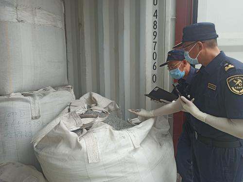 """广州海关依法退运51吨""""洋垃圾"""""""
