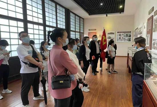 中国人保健康宜宾中心支公司参观抗战纪念馆