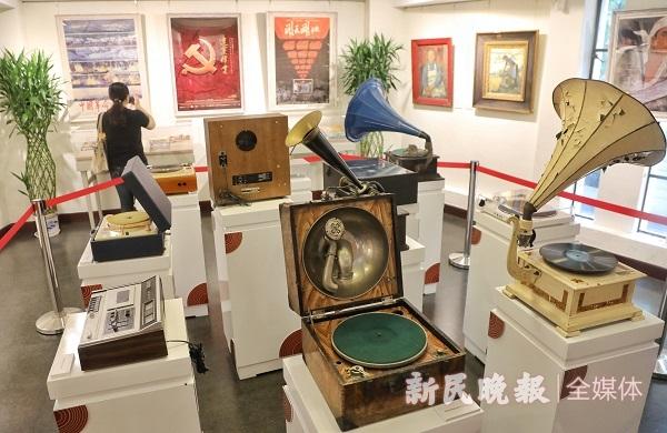 听毛泽东列宁讲话、看红色题材电影海报 中国共产党成立100周年音画展今揭幕