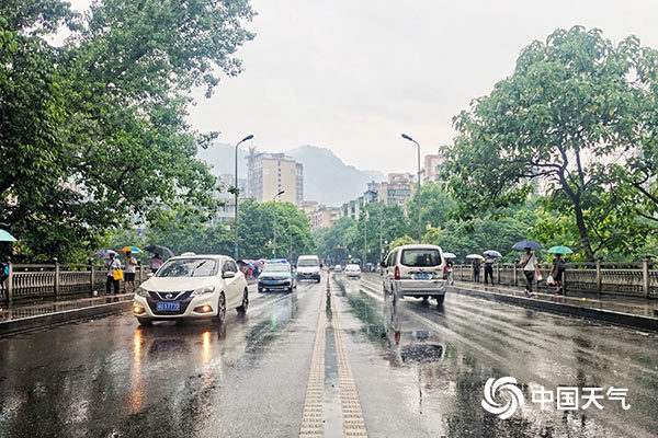 未来三天湖南雷阵雨频繁局地大到暴雨 高温上线需防范