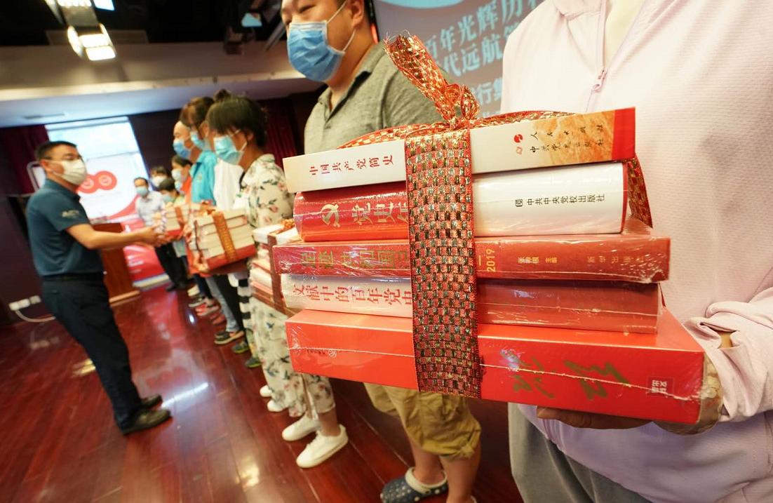 北京40余家书店送百部红色经典进百余家社区