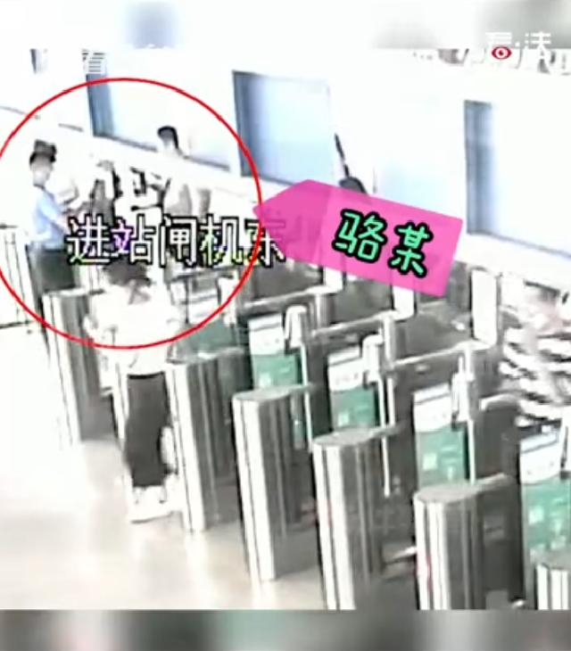 视频|强闯检票口向民警挥拳 嚣张男子终被刑拘