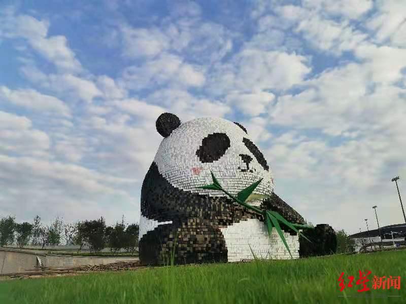 """成都天府国际机场标志性公共艺术作品""""团团"""",正式亮相!"""