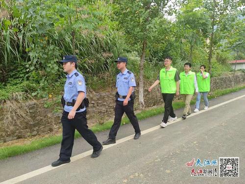 瑞昌市南阳乡:节前开展治安巡逻 营造平安氛围 (图)