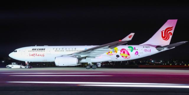 """国航""""锦礼号""""彩绘飞机正式亮相,迎天府国际机场投运"""