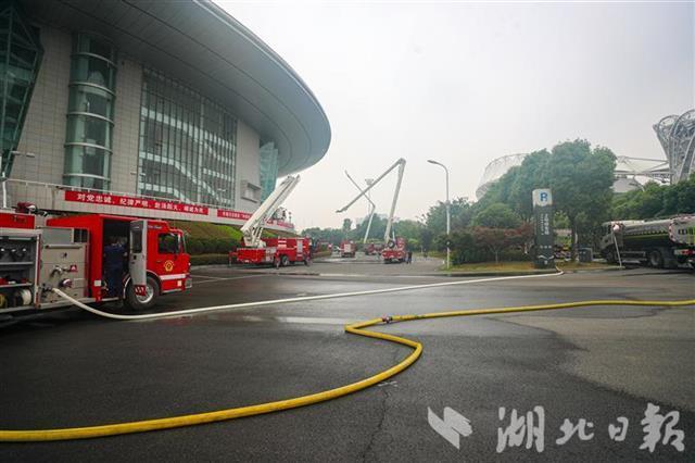 武汉市开展大型消防实战演练