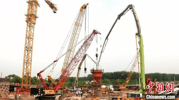 巢马城际铁路马鞍山公铁两用长江大桥主桥首个主桥墩钻孔桩全部完成
