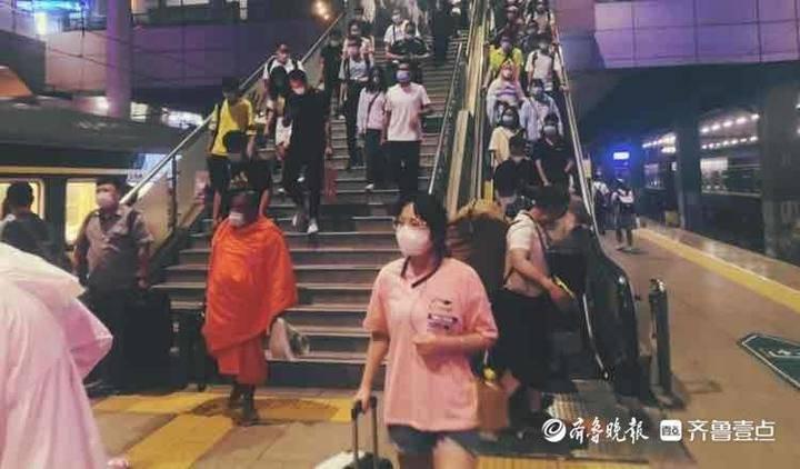记者乘火车体验端午小长假:高考生成旅游主力,返乡趋势明显加强