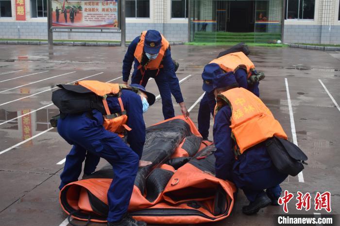 西藏森林消防开展防汛抗洪拉动演练