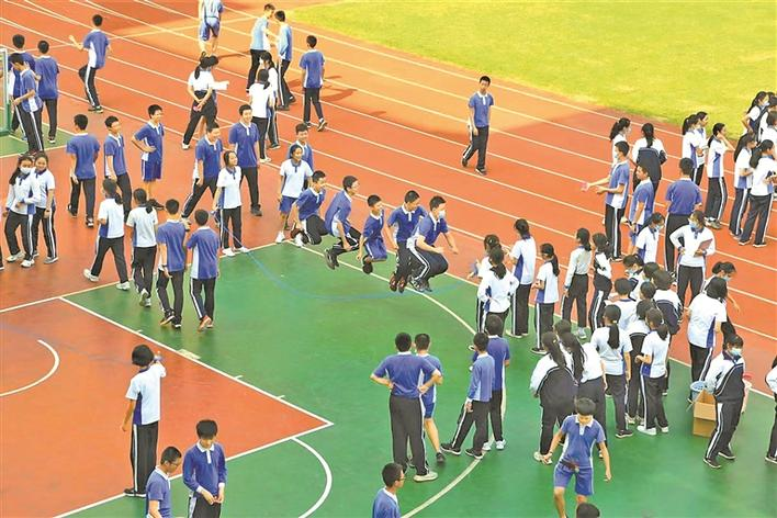 深圳外国语学校初中部推迟上课时间让学生睡足9小时
