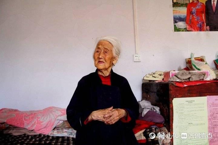 淄博百岁老人娄成玉:乐观开朗没心事,最喜欢吃炒鸡蛋卷煎饼