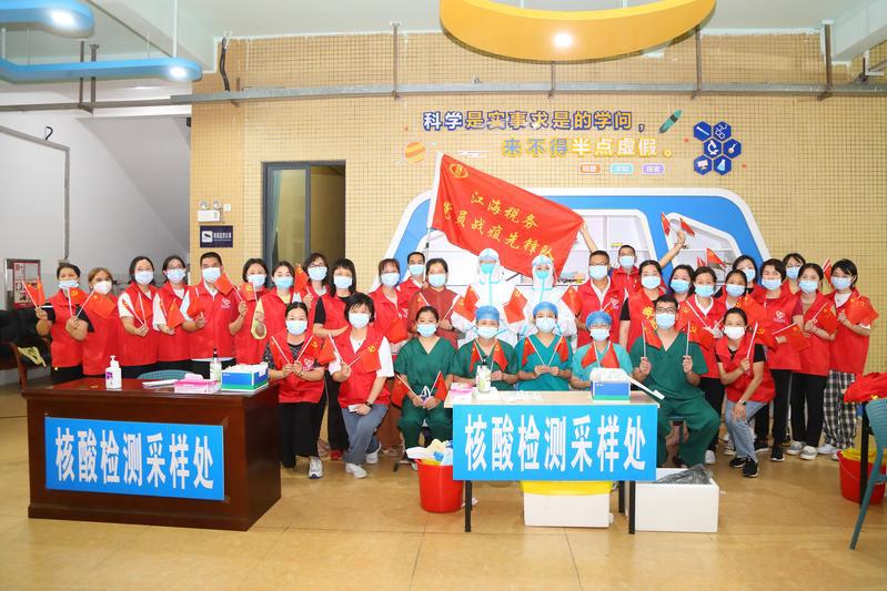 江门高新区(江海区)税务局开展端午主题党日活动向医护人员送粽子