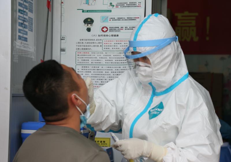 南部战区总医院全力投入疫情防控工作,共采集核酸样本73499例