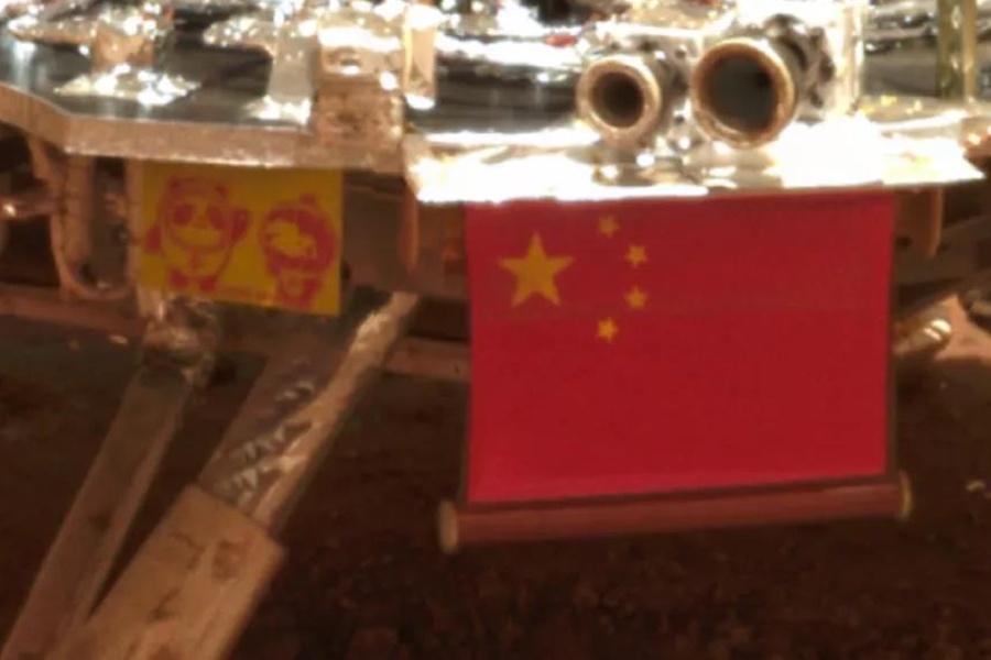"""冬奥吉祥物""""冰墩墩""""和""""雪容融""""""""登""""上火星"""