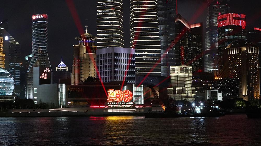 庆祝建党百年华诞,20米高灯光艺术标识在上海黄浦江畔落成