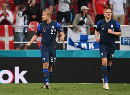 仅一脚射门便换来欧锦赛首胜 芬兰队的球袜是圣诞老人脱下的