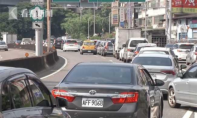 台湾端午返乡潮塞爆高速 民众:真怕疫情扩散