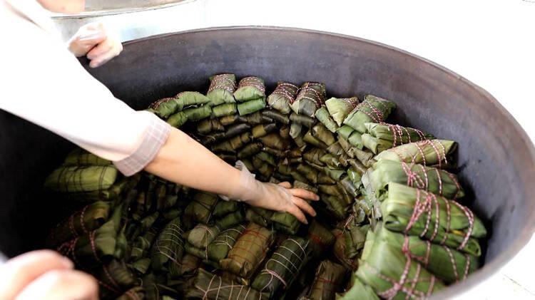 妈妈卖粽子供她上学 毕业后她将临沂粽子卖到全国