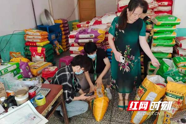 """新邵县市场监管局开展大米质量专项检查 让市民吃上""""放心粮"""""""