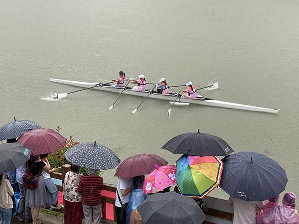 沪上中学生赛艇竞逐影响力走出国门,世界名校赛艇队送来祝福