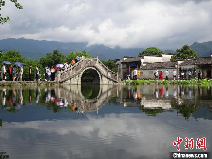 世界文化遗产宏村:端午佳节游人多