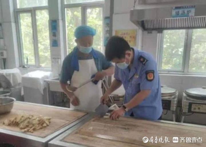 惠民县李庄市管所严督实查食品安全 为中考生保驾护航