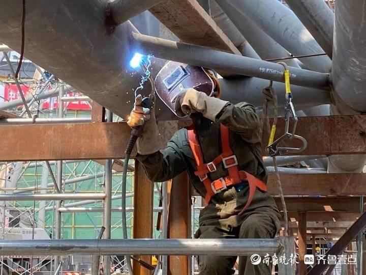 视频 鲁南高铁菏泽东站站房主体结构工程收官