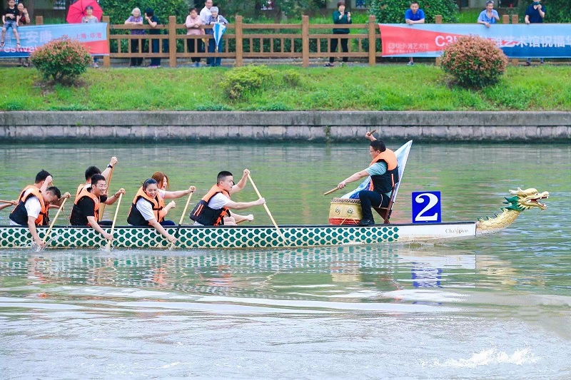 """龙舟vs赛艇,端午节百舸争流,这个社区办了场别样""""河流嘉年华"""""""