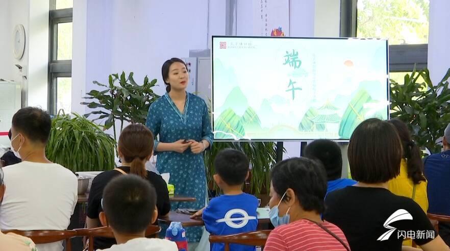 孔子博物馆里包粽子体验浓浓民俗文化