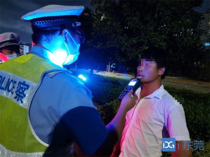 望牛墩交警直播查酒驾,让你深刻了解酒驾危害