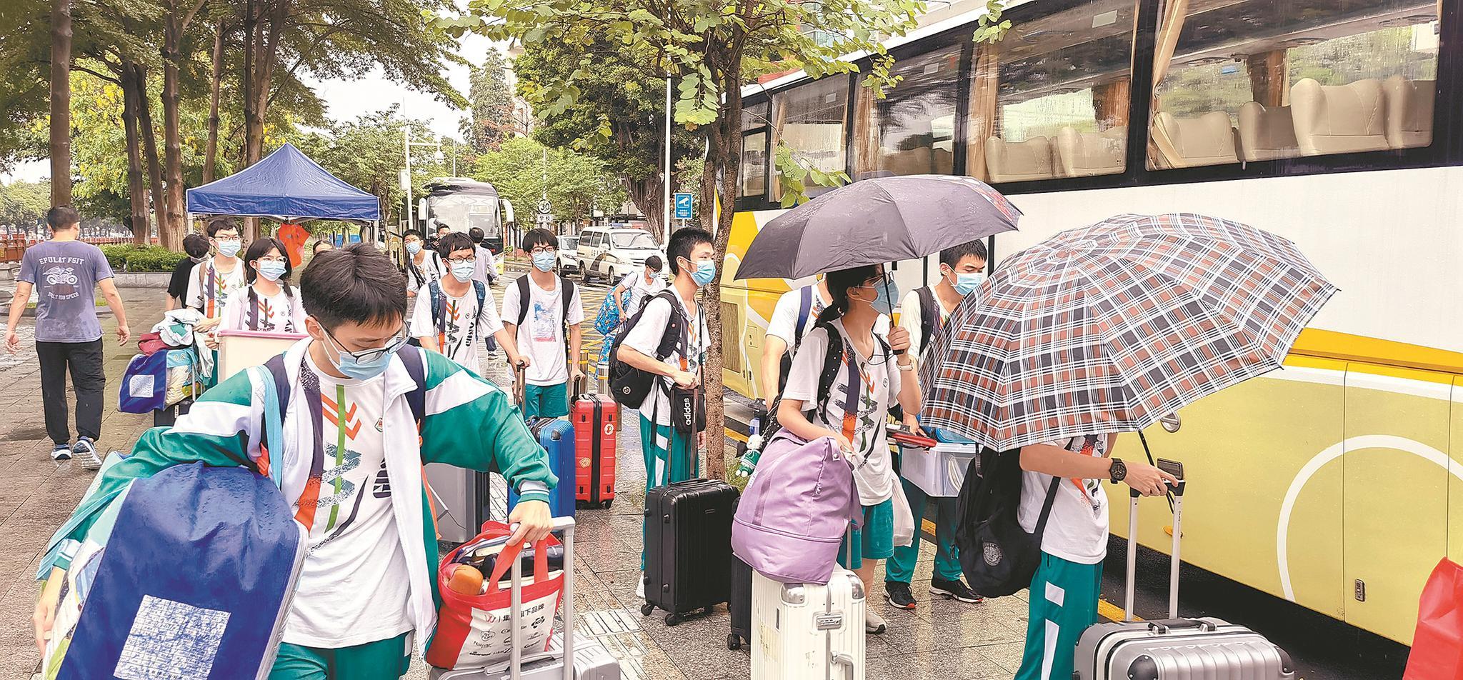 8次核酸检测后 广东实验中学高三学子获准回家了