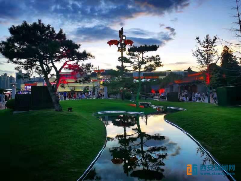 晚霞壮美的大雁塔景区