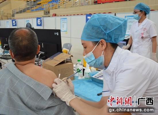 巴马超额完成新冠疫苗首剂接种任务