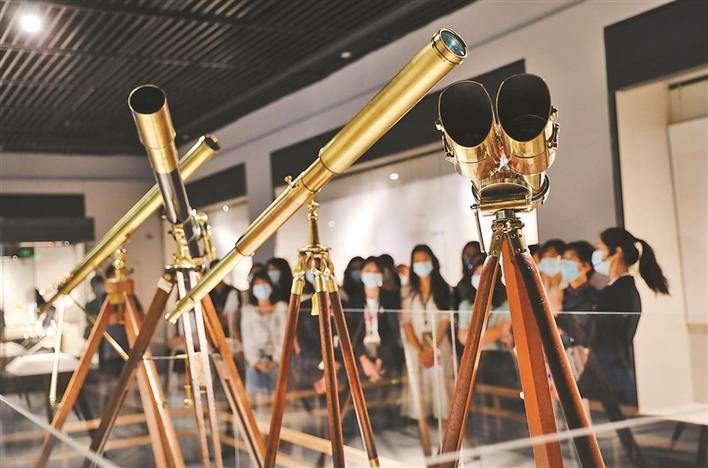 """深博年度科普大展开""""眼界"""" 全国首次大规模展出一批西方古董望远镜"""