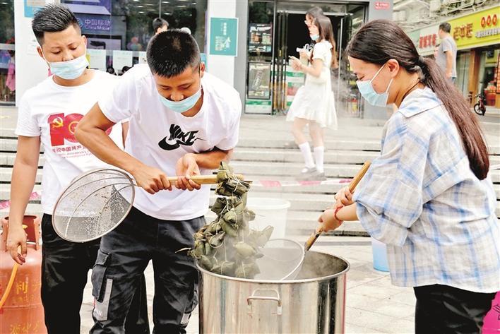 章阁社区5000个粽子送一线人员