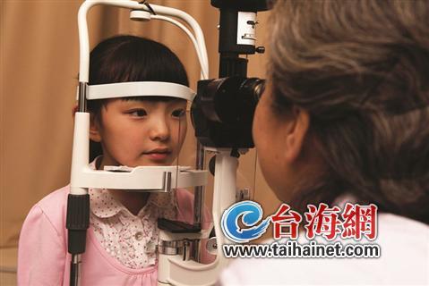 4岁龙凤胎眼科复查 眼内注射手术控制病情