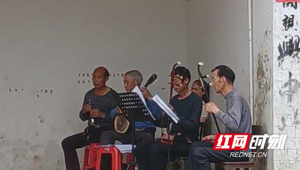 绥宁黄土矿镇群众自编自导花鼓戏 向建党100周年献礼