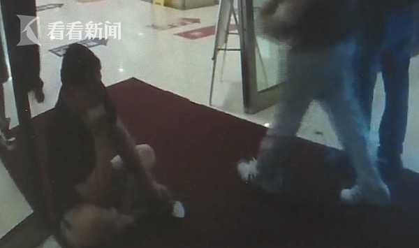 视频|男子酒驾栽进草丛 面对民警询问撒泼打滚求放过