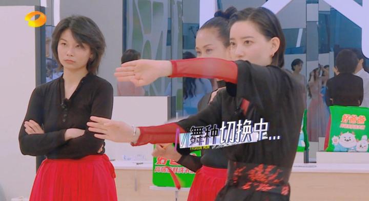 """李斯丹妮把古典舞跳成""""霹雳舞"""",胡兵展示隐藏技能""""一字马"""""""