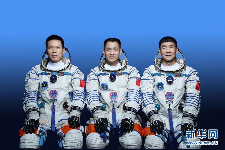 星空无垠,梦想更远——新华社记者对话神舟十二号航天员