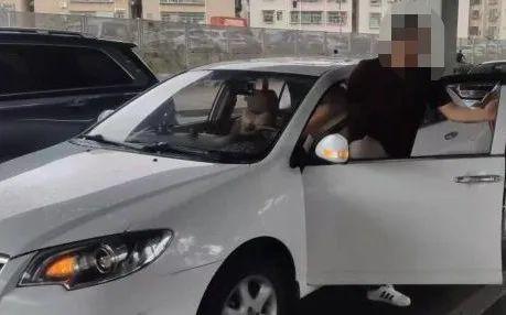 中山市坦洲镇司机下车忘拉手刹,下坡路小车加速直冲